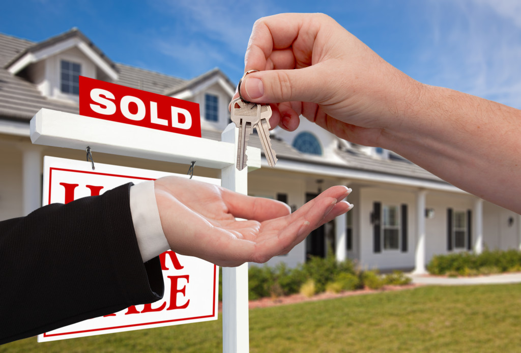 bigstock-Handing-Over-the-House-Keys-in-11942057